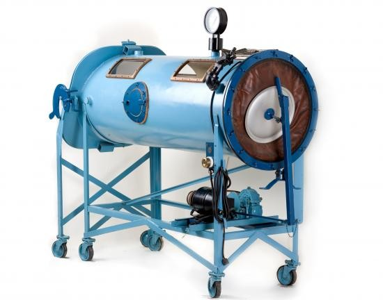 Philip Drinker and Louis Agassiz Shaw developed the first respiratory tank in 1927.